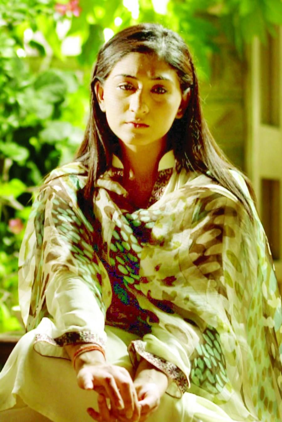"""عائزہ خان اور مدیحہ رضوی کی ڈرامہ سیریل """"میرے مہربان """"کامیاب"""