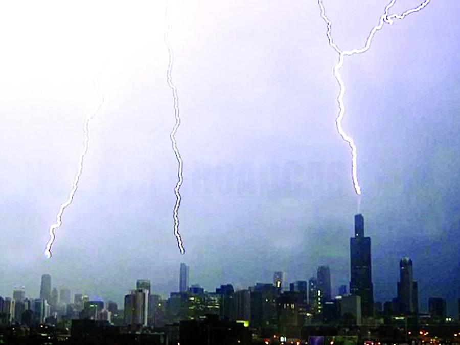 تین بلند ترین عمارتوں پر بیک وقت آسمانی بجلی ٹوٹ پڑی