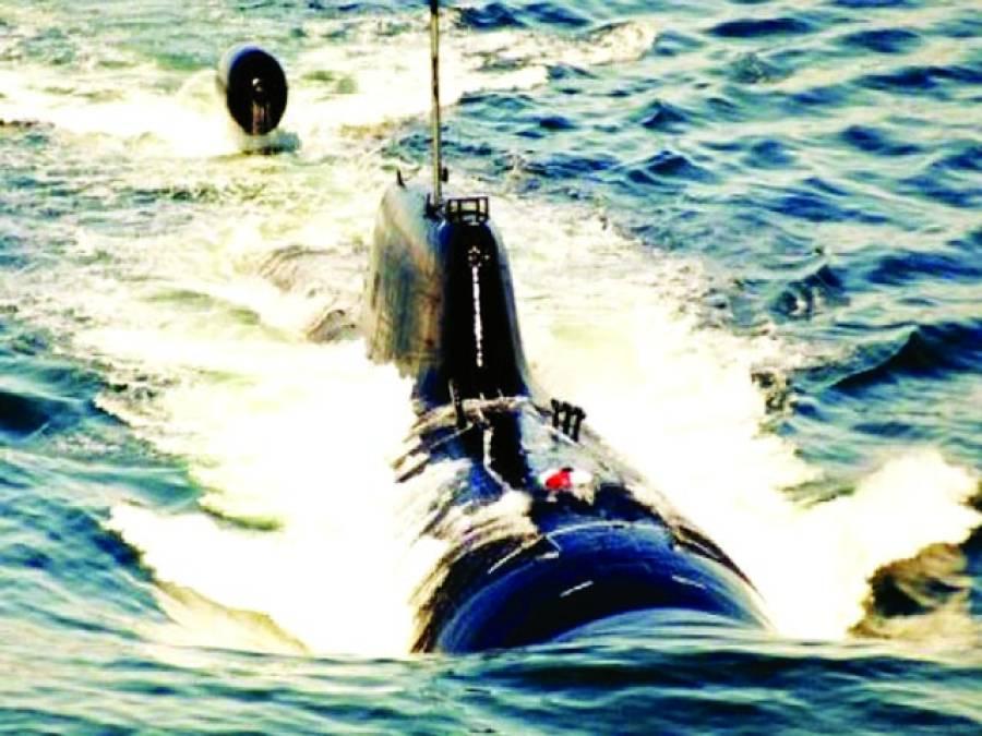 نیویارک: ایک امریکی آبدوز سمندر میں سفرکررہی ہے