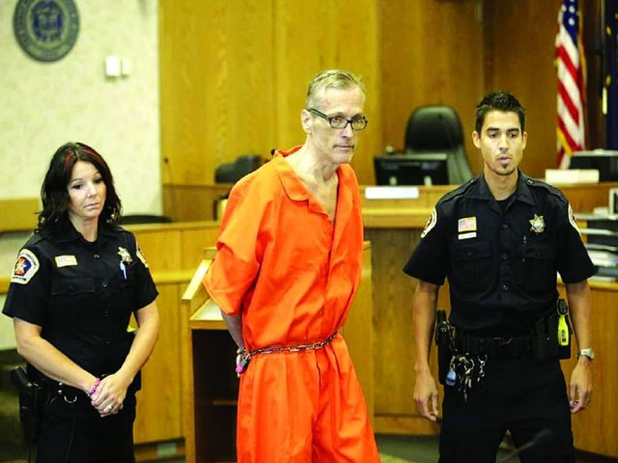 واشنگٹن: ایک امریکی قیدی کو بیوی کو قتل کرنے کے الزام میں عدالت میں پیش کیاجارہاہے