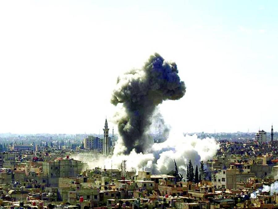 دمشق: حکومتی فورسز کی بمباری کے بعدتباہ ہونے والی عمارتوں سے دھوں اٹھ رہاہے