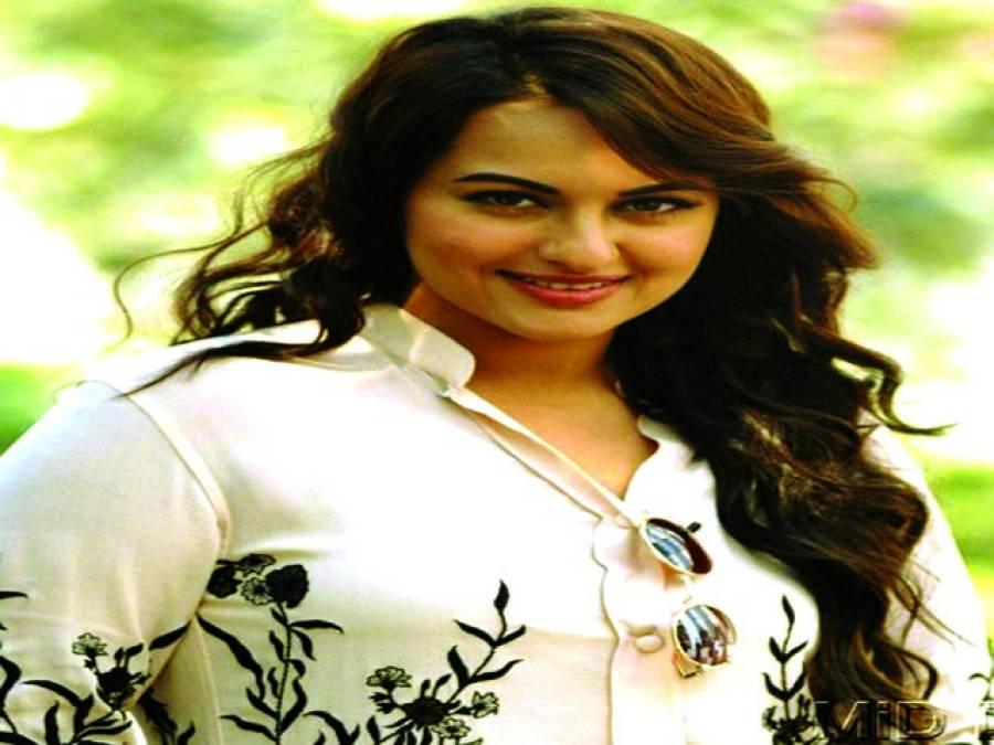 اداکارہ سوناکشی نے گلوکاری کے میدان میں قدم رکھ دیا