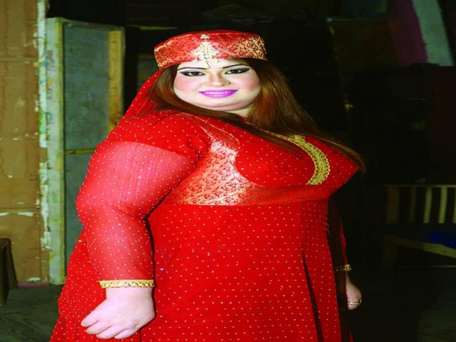 اداکارہ وپرفارمر فائزہ نے سٹیج پر مزیدکام کا معاہدہ کرلیا