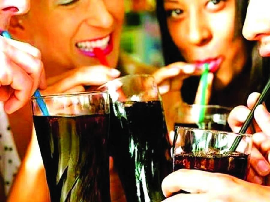 روزانہ 2 سافٹ ڈرنکس پینے سے ذیابیطس کا خطرہ دْگنا ہوجاتا ہے، تحقیق