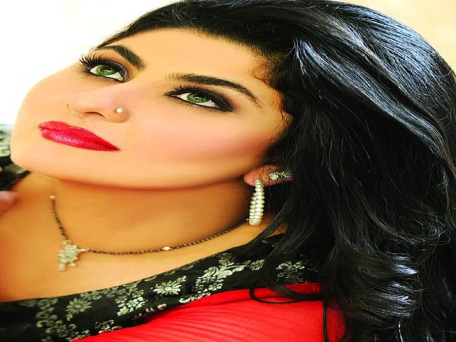صومیہ خان نے دبئی میں فیملی کے ہمراہ سالگرہ کا کیک کاٹا ،دوستوں کی مبارکباد