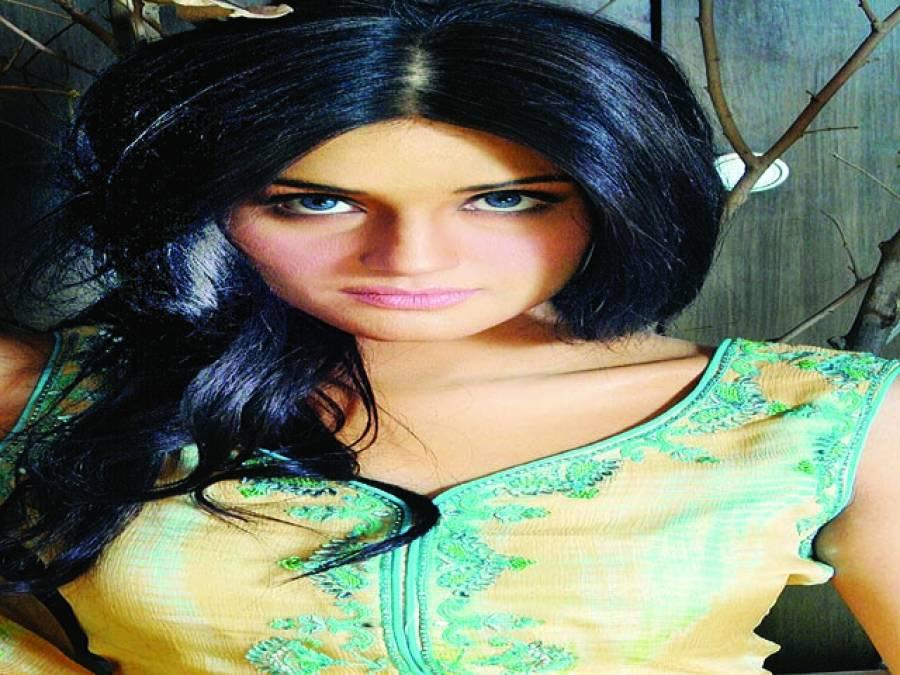 پاکستان فلم انڈسٹری کی بحالی کے لئے انقلابی اقدامات اٹھانا ہوں گے،زارا شیخ