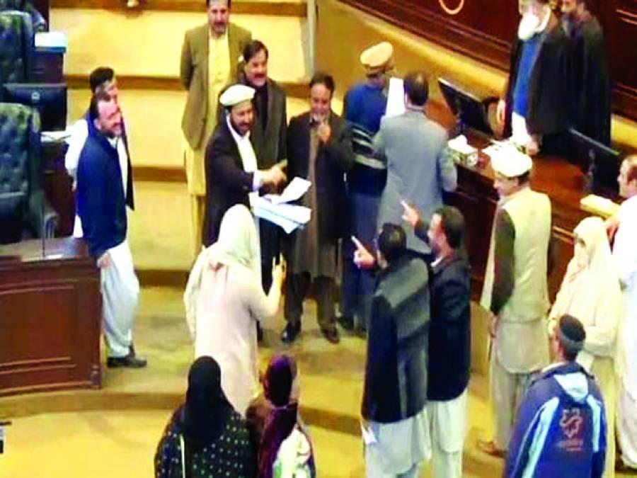 قومی اسمبلی کے بعد کے پی کے میں تو تو میں میں ، سندھ میں نصرت سحر نے ایجنڈا پھاڑدیا