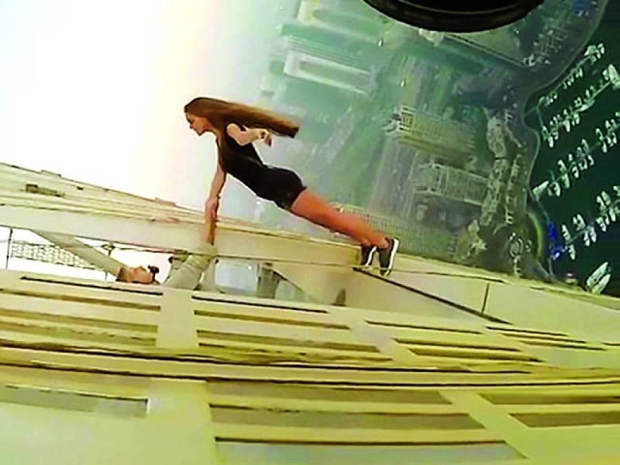 روسی ماڈل کا دنیا کی خطرناک ترین سلفی بنوانے کا ریکارڈ