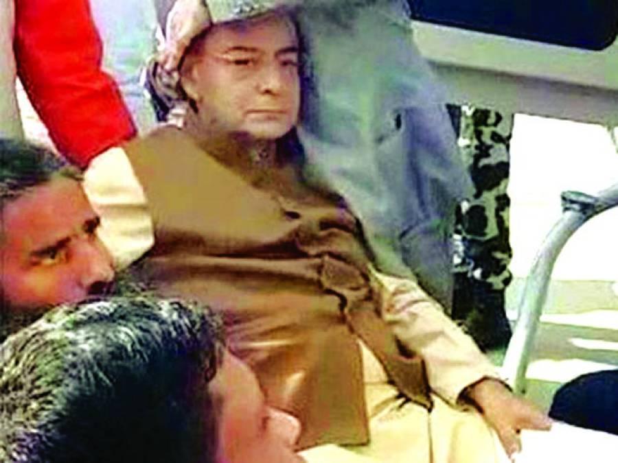 بھارتی وزیر خزانہ ہیلی کاپٹر پر سوار ہوتے گر گئے