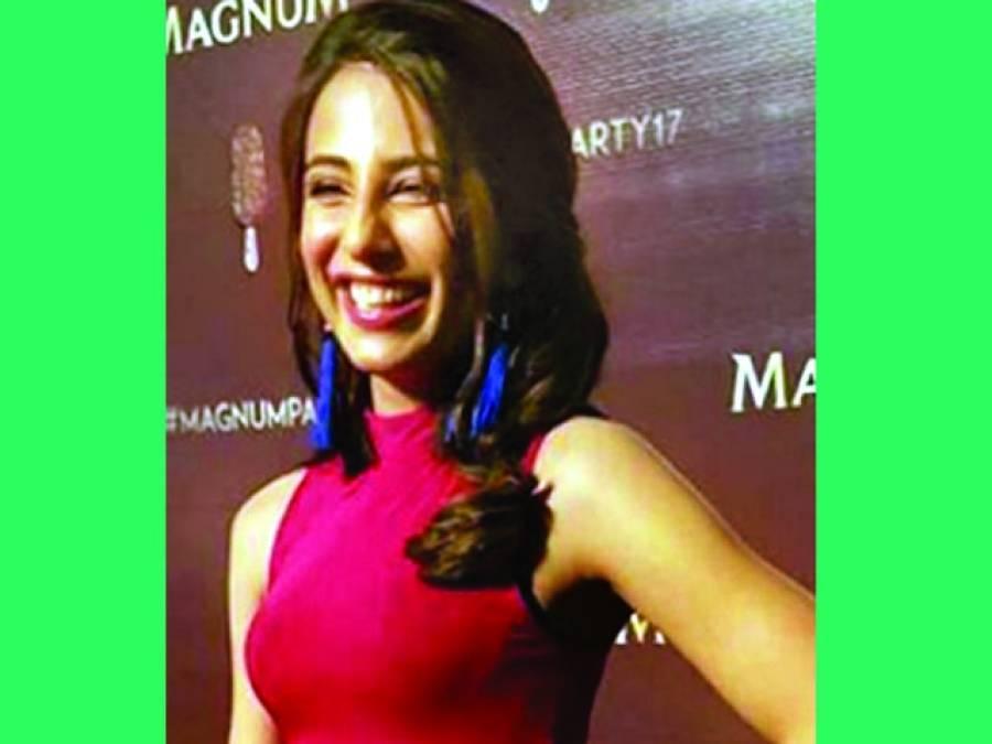 اشنا شاہ کی 'میگنم' پارٹی میں شرکت مداح آنکھیں جھپکنا بھول گئے