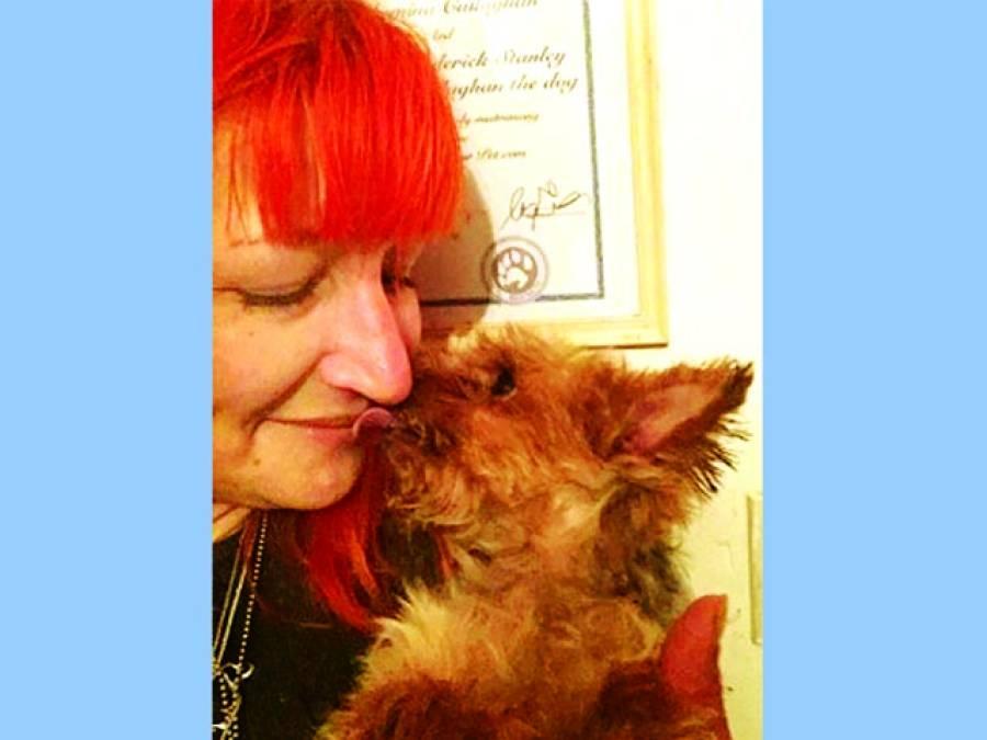 برطانوی خاتون نے کتے سے شادی رچالی