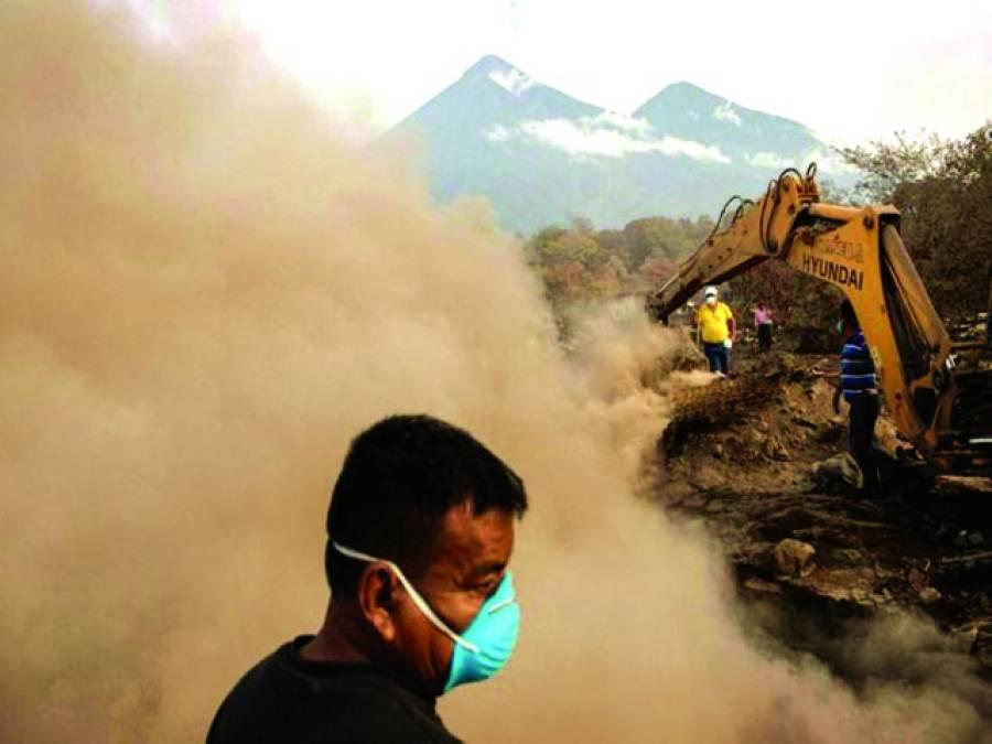 گوئٹے مالا میں گزشتہ ماہ آتش فشاں پھوٹنے کے بعد امدادی سرگرمیاں بدستور جاری ہیں لاپتہ 332افراد کے بارے میں ' اب تک کوئی اطلاع نہیں مل سکی