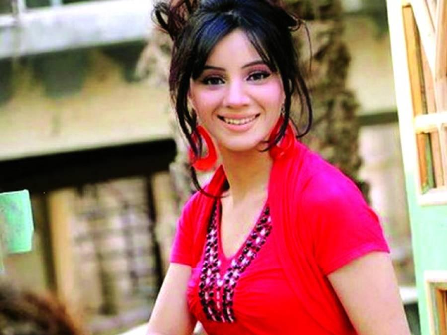 گلوکارہ رابی پیرزادہ نے اپنا بیوٹی سیلون ڈیفنس منتقل کر لیا
