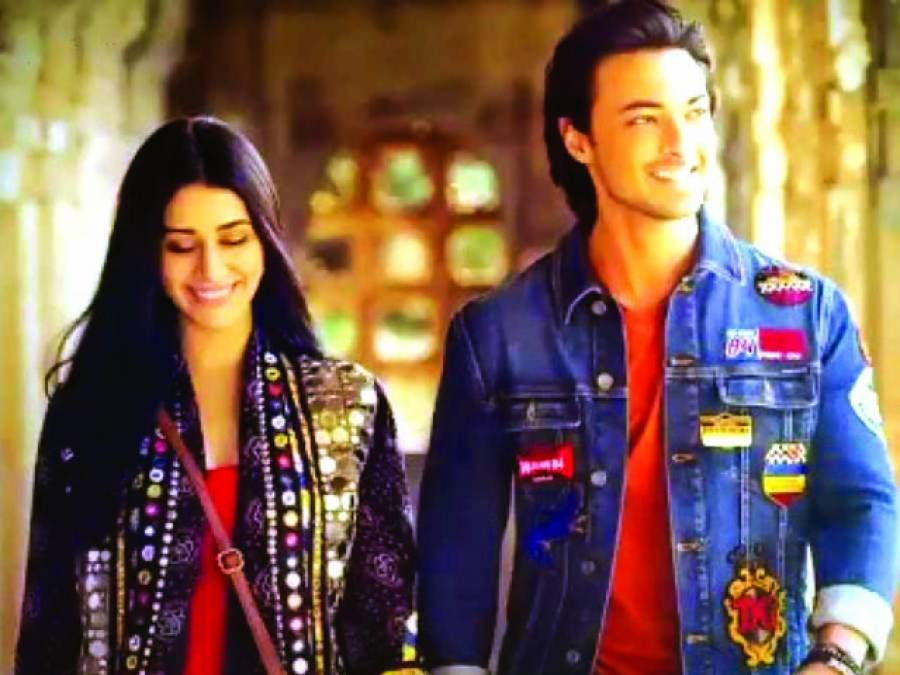ایوش شرما اور ورینہ حسین فلم فیئر میگزین کے سرورق کی زینت