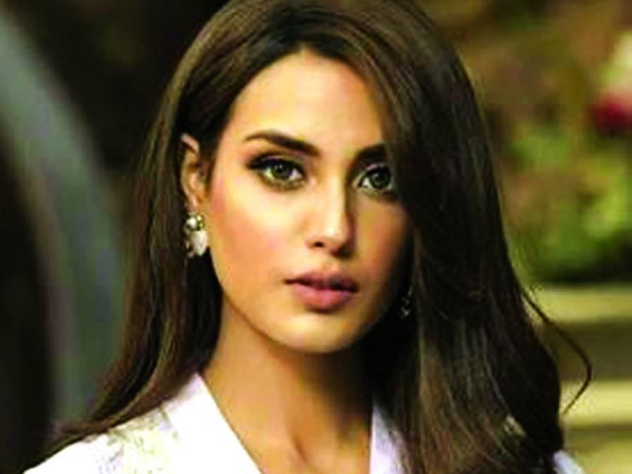 اداکارہ و ماڈل اقرا ء عزیز کو کئی فلموں میں کام کی پیشکش