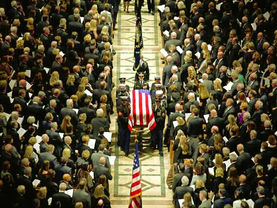 واشنگٹن:سابق امریکی صدر بش سینئر کی ڈیڈ باڈی کو آخری رسومات کیلئے لایا جایا جا رہا ہے