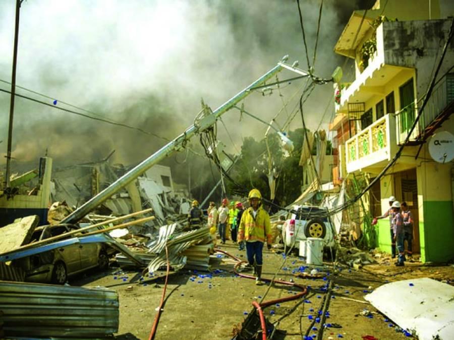 ڈومینیکن سٹی:شہر کی پلاسٹک مارکیٹ میں دھماکے کے بعد لگنے والی آگ بجھانے کیلئے امدادی کارروائیاں جاری ہیں