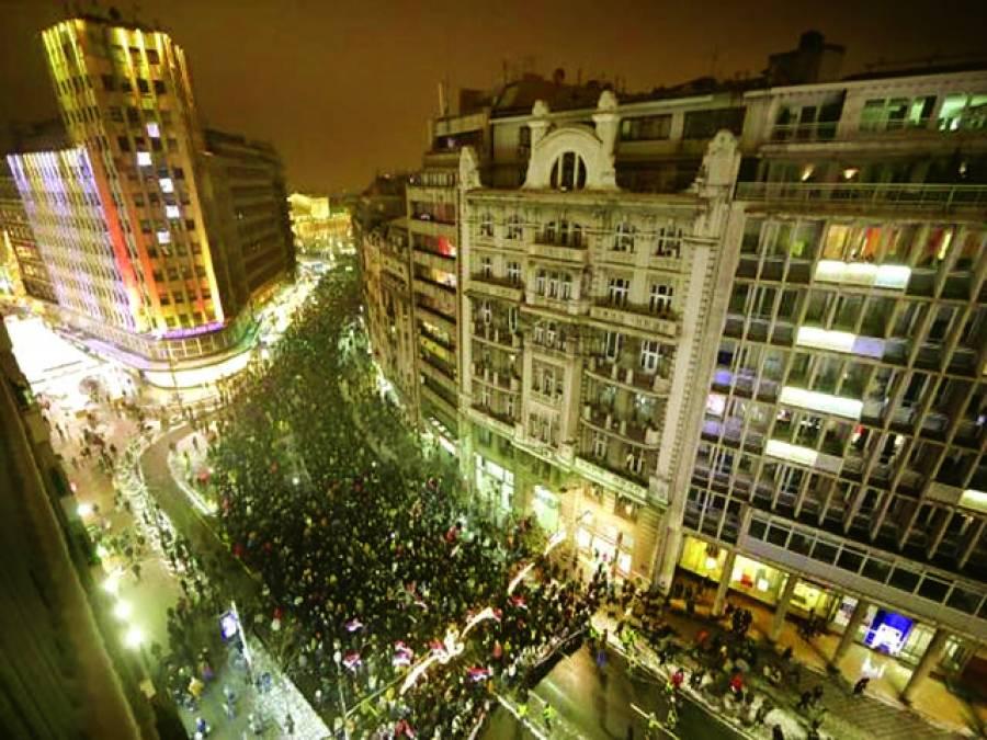 بلغراد:سربین صدر کے خلاف احتجاجی ریلی میں ہزاروں افراد شریک ہیں