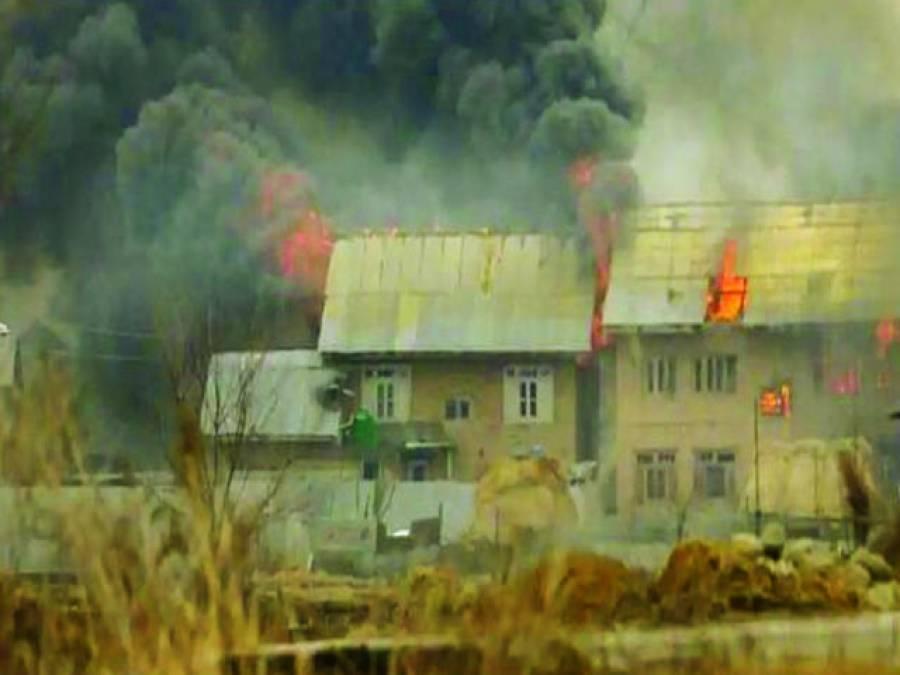بھارتی فوج نے پلوامہ حملے کے نام بتا دیئیخ ماسٹر مائنڈ کی تلاش کے دوران متعدد گھروں کو آگ لگا دی، جن سے دھوئیں کے بادل اٹھ رہے ہیں۔
