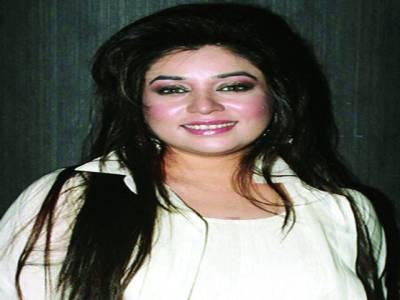 گلوکارہ کومل رضوی بھارتی ٹی وی شو میں جلو ہ گر