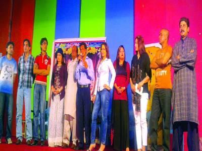 """شالیمار تھیٹر میں نئے ڈرامہ """"اف یہ لڑکیاں""""کی افتتاحی تقریب"""