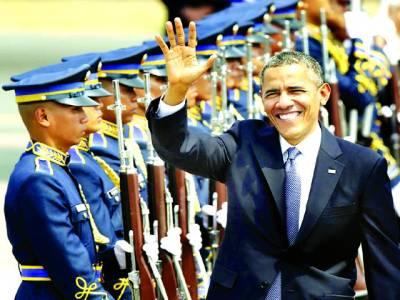 منیلا: امریکی صدر بارک اوباما فلپائن کے دورہ پر گارڈ آف آنر کی سلامی لے رہے ہیں