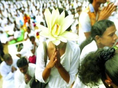 کھٹمنڈو: بدھا مندر میں عبادت کر رہے ہیں