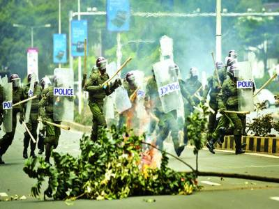 نیروبی: مقامی یونیورسٹی کے طلباءکے احتجاج کو سکیورٹی اہلکار روک رہے ہیں