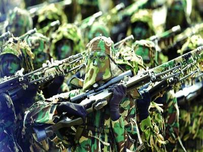 کولمبو: سری لنکن آرمی کے گوریلا جوان اسلحہ پکڑے ٍپریڈ کر رہے ہیں