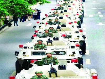 بیجنگ: چینی فوجی سالانہ پریڈ میں ٹینکوں کو نمائش کیلئے پیش کر رہے ہیں
