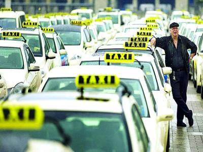بارسلونا: پٹرول کی قیمتوں میں اضافے کے خلاف ٹیکسی ڈرائیوراحتجاج کے طور پر اپنی گاڑیاں بند کئے ہوئے ہیں