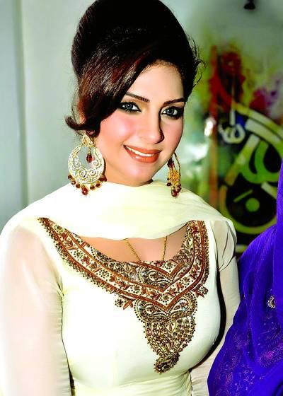 """ماہ نور اور افتخار ٹھاکر کا نیا ویڈیو""""بے بی ڈول""""ریلیز ہوگیا"""