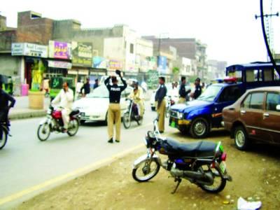 جشن آزادی کی سیکورٹی کے نام پر ناکے لگا کر شہریوں سے نذارنے لینے شروع کر دیئے گئے