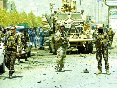 کابل: نیٹو فوجی خود کش کار بم دھماکے کی جگہ پر ڈیوٹی دے رہے ہیں