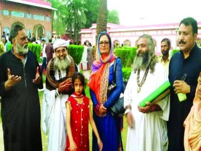 ڈاکٹر صغرا صدف اور خاقان حیدر غازی کی سربراہی میں پلاک کی ٹیم کامزار وارث شاہ کا دورہ