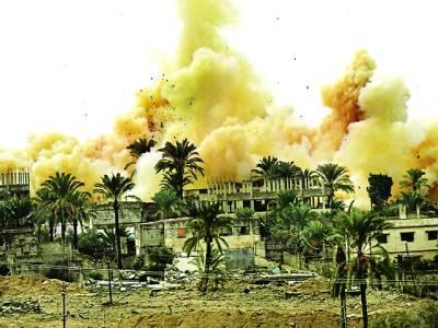 غزہ: اسرائیلی فوج کے حملے سے تباہ شدہ عمارت سے دھواں اٹھا رہا ہے