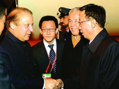 بیجنگ ،وزیر اعظم نواز شریف کی چین آمد پر ایک سینئر حکومتی عہدیدار ہوائی اڈے پر ان کا استقبال کر رہا ہے