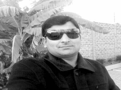 عمران خان صرف دھرنوں کے ساتھ ہی ہر چیز کا حل سوچتے ہیں' خالد سلہریا