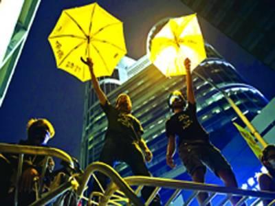 ہانگ کانگ: مظاہرین حکومت کے خلاف احتجاج کے دوران نعرے بازی کر رہے ہیں