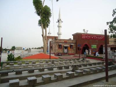 اب لال مسجد نہیں، سبز مسجد