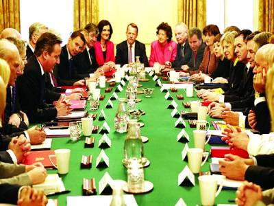 لندن: برطانوی وزیر اعظم ڈیوڈ کیمرون کابینہ کے اجلاس کی صدارت کر رہے ہیں