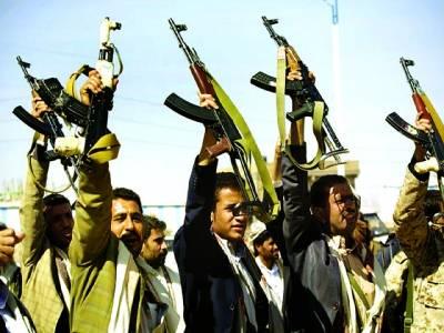 صنعائ: یمنی سکیورٹی اہلکار ایک تقریب کے دوران ہتھیار فضا میں لہرا رہے ہیں