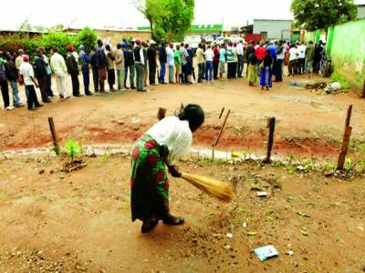 زیمبیا:ووٹ ڈالنے کیلئے لوگ قطار میں کھڑے ہیں