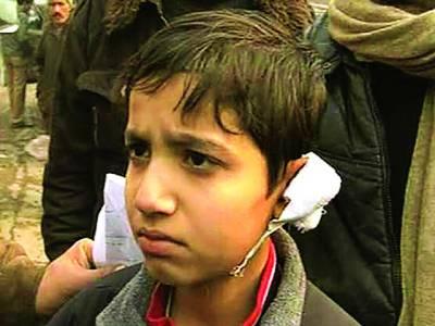 پولیس کا سکول کے بچوں کی ماؤں پر وحشیانہ لاٹھی چارج 2 بچے زخمی