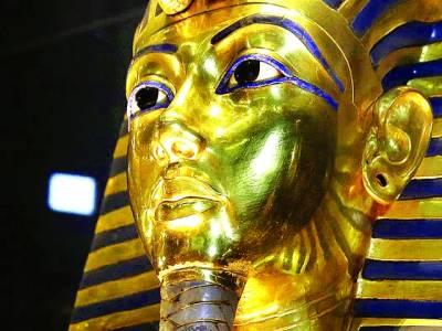 قاہرہ: بادشاہ توتان خامون کا سونے کا بنایا گیا چہرہ عجائب گھر میں رکھا گیا ہے