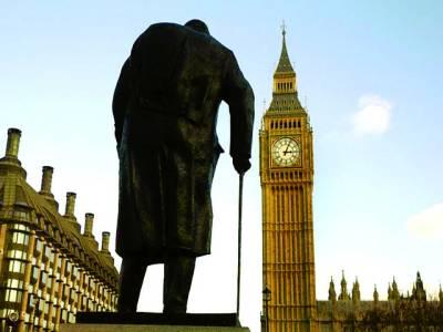 لندن: برطانوی سابق وزیر اعظم ونسٹن چرچل کا مجسمہ برطانوی پارلیمنٹ کے سامنے رکھا ہوا ہے