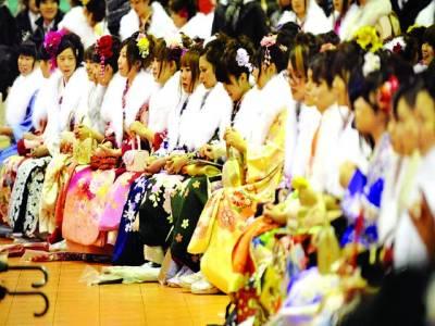 ٹوکیو: خواتین روایتی لباس پہنے سالانہ قومی تہوار میں شریک ہیں