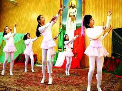 تہران: سکول کی بچیاں ڈانس کر رہی ہیں