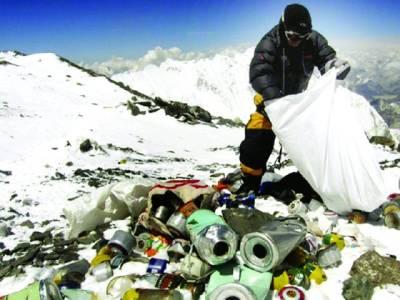 کوہ پیماؤں نے ''ماؤنٹ ایورسٹ'' پر قیام کے دوران گند کا ''پہاڑ'' کھڑا کر دیا