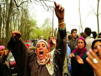 سری نگر: کشمیری خواتین اپنے عزیز کی بھارتی سکیورٹی اہلکاروں کی جانب سے ہلاکت پر احتجاج کر رہی ہیں
